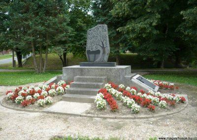 Rédics világháborús emlékmű 2010.08.13. küldő-Sümec (3)