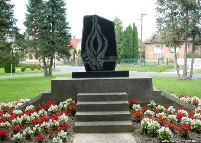 Rédics világháborús emlékmű 2010.08.13. küldő-Sümec (8)