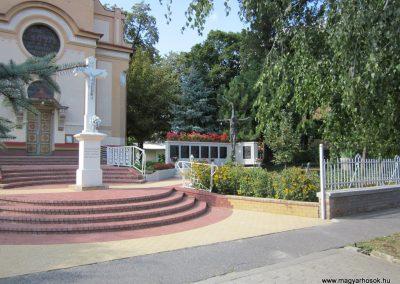 Röszke II.vh emlékmű 2011.08.20. küldő-kalyhas (1)