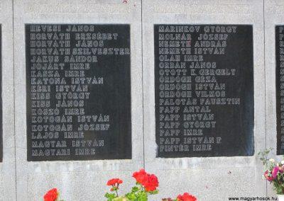 Röszke II.vh emlékmű 2011.08.20. küldő-kalyhas (5)