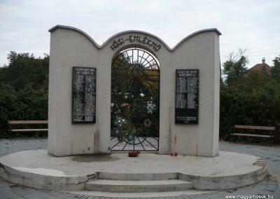 Rakamaz Hősi emlékmű 2009.10.22. küldő-Gombóc Arthur