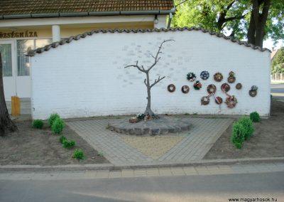 Ramocsaháza II. világháborús emlékmű 2013.05.09. küldő-megtorló