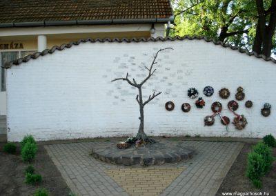 Ramocsaháza II. világháborús emlékmű 2013.05.09. küldő-megtorló (7)