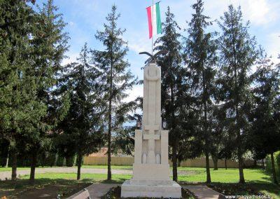 Recsk felújított I. világháborús emlékmű 2014.04.10. küldő-kalyhas (1)