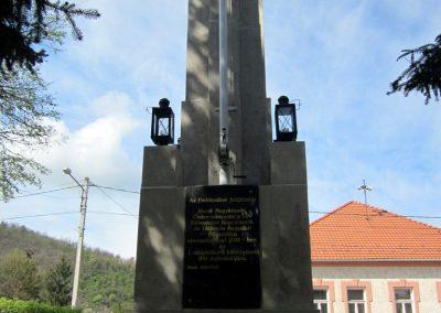 Recsk felújított I. világháborús emlékmű 2014.04.10. küldő-kalyhas (5)