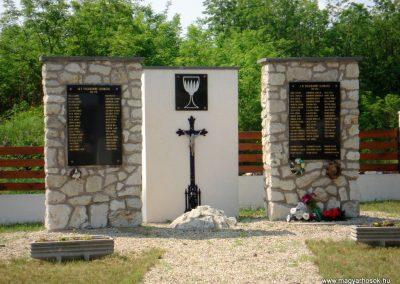 Ricse világháborús emlékmű 2012.06.04. küldő-megtorló