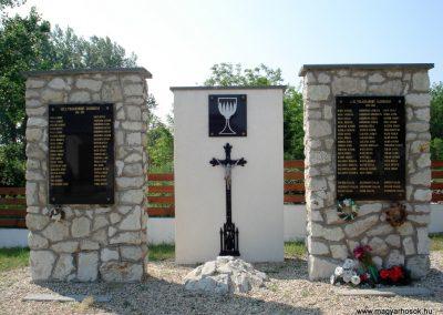 Ricse világháborús emlékmű 2012.06.04. küldő-megtorló (5)