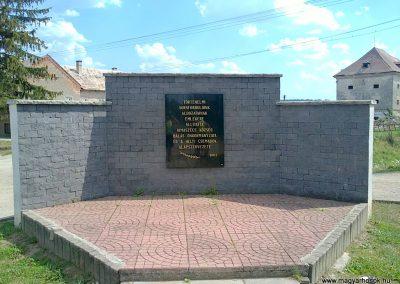 Rimaszécs hősi emlékmű 2012.05.02. küldő-Pataki Tamás