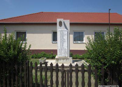 Rohod világháborús emlékmű 2013.07.08. küldő-kalyhas (2)