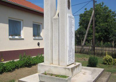Rohod világháborús emlékmű 2013.07.08. küldő-kalyhas (3)