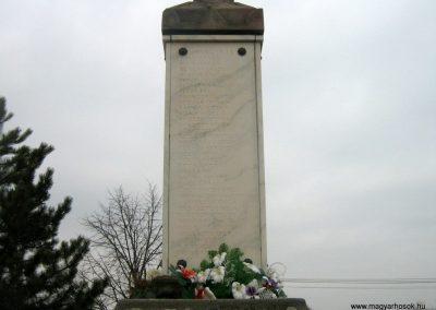 Romhány világháborús emlékmű 2009.03.25.küldő-Mónika39-né (4)