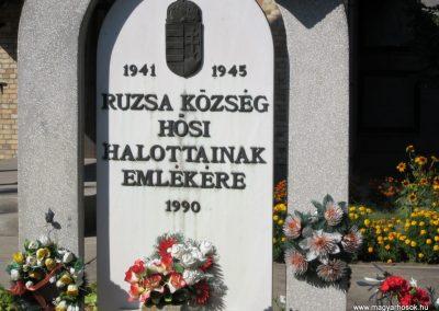 Ruzsa II.vh emlékmű 2011.08.18 küldő-kalyhas (3)