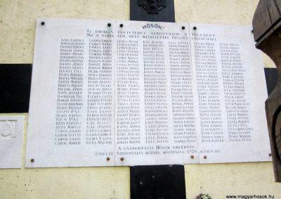 Sándorfalva világháborús emlékmű 2011.08.20. küldő-kalyhas (2)