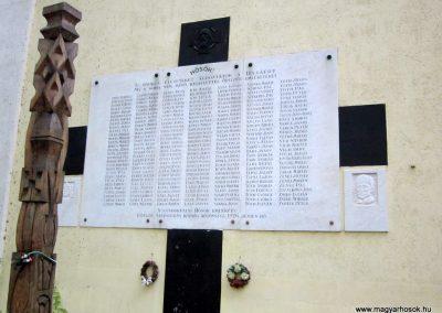 Sándorfalva világháborús emlékmű 2011.08.20. küldő-kalyhas (4)
