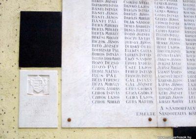 Sándorfalva világháborús emlékmű 2011.08.20. küldő-kalyhas (5)