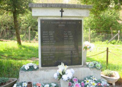 Sántos II.vh emlékmű 2011.04.23. küldő-kalyhas (2)