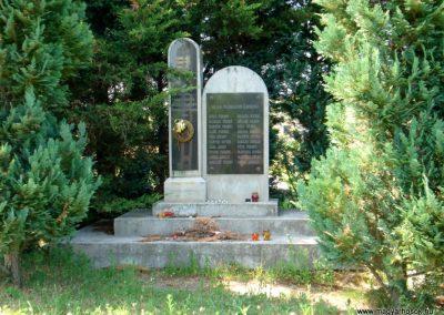 Sárazsadány világháborús emlékmű 2011.05.30. küldő-megtorló