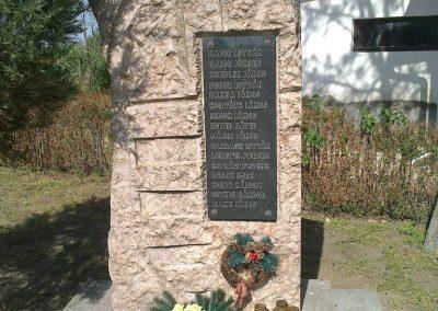Sárbogárd- Rétszilas II.vh emlékmű 2012.04.28. küldő-miki