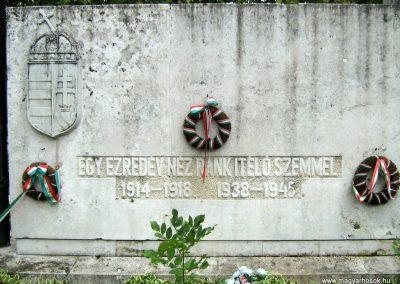 Sárbogárd világháborús emlékmű 2010.09.01. küldő-Mistel (1)
