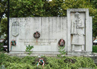 Sárbogárd világháborús emlékmű 2010.09.01. küldő-Mistel