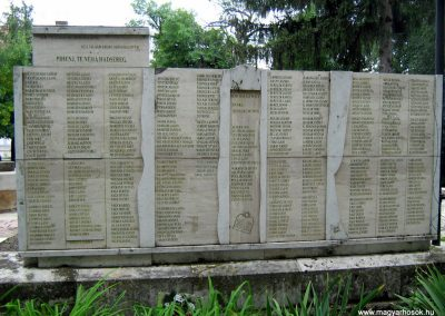 Sárbogárd világháborús emlékmű 2010.09.01. küldő-Mistel (5)