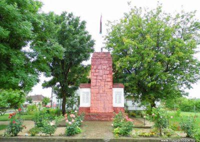 Sárkeresztúr I. világháborús emlékmű 2014.07.12. küldő-Méri