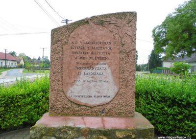 Sárkeresztúr II. világháborús emlékmű 2014.07.12. küldő-Méri (1)