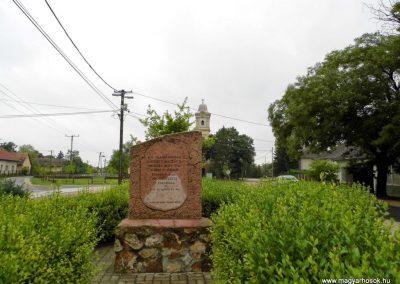 Sárkeresztúr II. világháborús emlékmű 2014.07.12. küldő-Méri