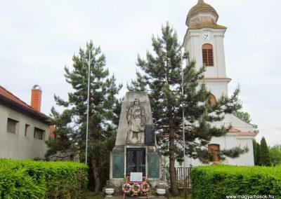 Sárkeresztes, I. és II. világháborús emlékmű