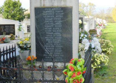 Sárkeszi II. világháborús emlékmű 2014.11.09. küldő-Huber Csabáné