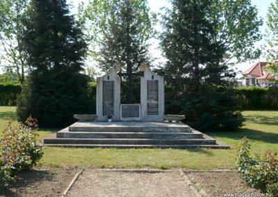 Sármellék világháborús emlékmű 2013.05.10. küldő-Sümec (1)