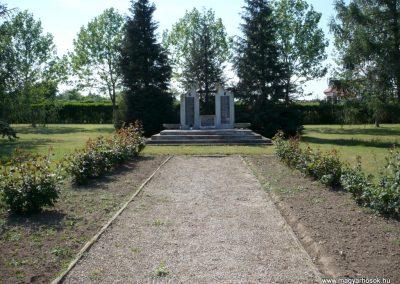 Sármellék világháborús emlékmű 2013.05.10. küldő-Sümec