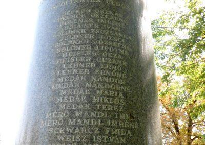 Sárosd II. világháborús emlékmű 2012.08.31. küldő-Baloghzoli (3)