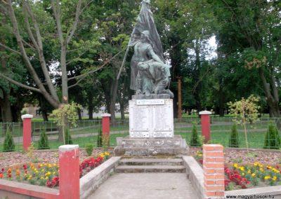 Sásd I. világháborús emlékmű 2011.03.31. küldő-Ősz Béláné (1)