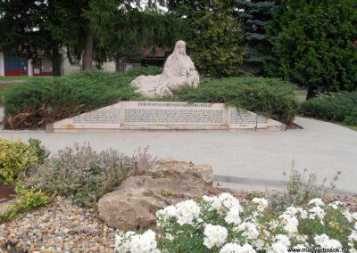 Sásd II. világháborús emlékmű 2011.03.31. küldő-Ősz Béláné