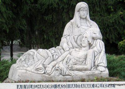 Sásd II.vh emlékmű 2007.08.04. küldő-kalyhas (1)