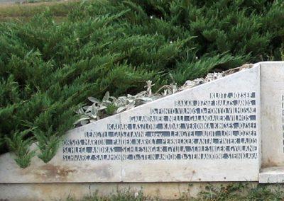 Sásd II.vh emlékmű 2007.08.04. küldő-kalyhas (2)