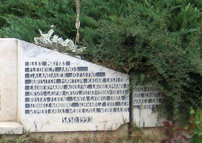Sásd II.vh emlékmű 2007.08.04. küldő-kalyhas (4)