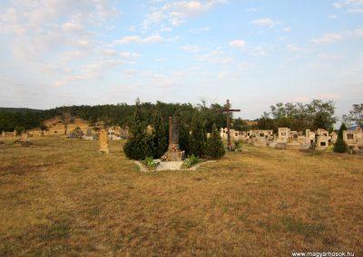 Sáska II. világháborús emlékmű 2013.08.22. küldő-kalyhas (1)