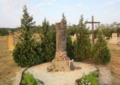 Sáska II. világháborús emlékmű 2013.08.22. küldő-kalyhas (2)