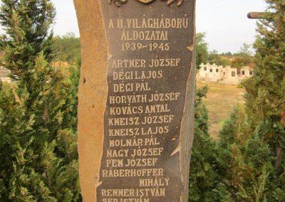Sáska II. világháborús emlékmű 2013.08.22. küldő-kalyhas (3)