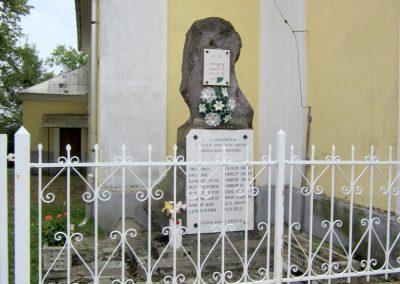 Sátoraljaújhely-Károlyfalva II. világháborús emlékmű 2012.08.14. küldő-kalyhas (2)