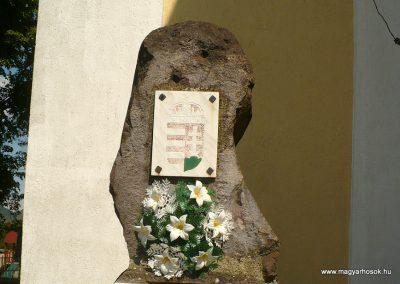 Sátoraljaújhely-Károlyfalva II.világháborús emlékmű 2012.05.20. küldő-Gombóc Arthur (1)