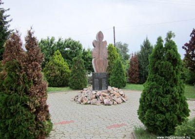 Sényő világháborús emlékmű 2013.05.23. küldő-kalyhas (1)