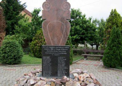 Sényő világháborús emlékmű 2013.05.23. küldő-kalyhas (2)