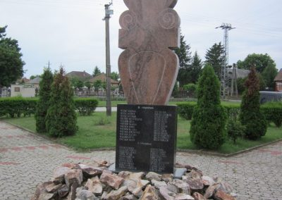 Sényő világháborús emlékmű 2013.05.23. küldő-kalyhas (4)