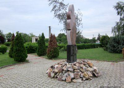 Sényő világháborús emlékmű 2013.05.23. küldő-kalyhas (6)