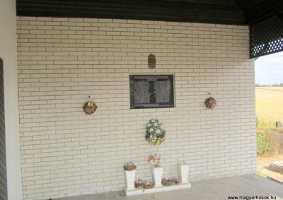 Sérsekszőlős világháborús emléktábla 2013.08.23. küldő-kalyhas (2)