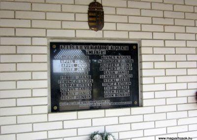 Sérsekszőlős világháborús emléktábla 2013.08.23. küldő-kalyhas (3)