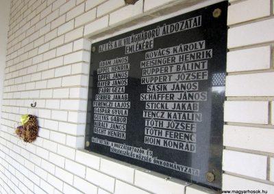 Sérsekszőlős világháborús emléktábla 2013.08.23. küldő-kalyhas (4)
